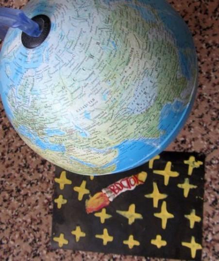 """""""Восток"""" летит вокруг Земли."""